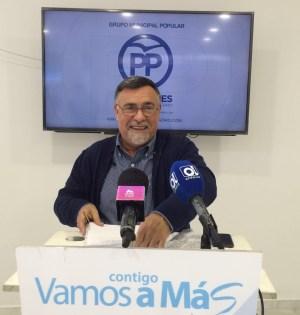 El concejal del PP Baldomero León este jueves en rueda de prensa. Foto/ marbellaconfidencial.es