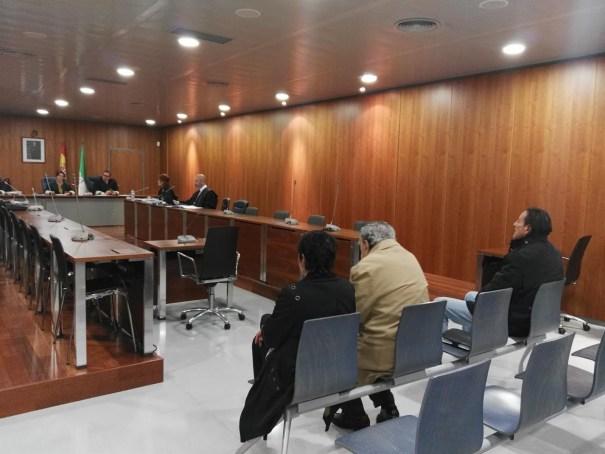 Los acusados en el banquillo durante el juicio en una imagen de archivo. De izqda a drcha Carmen Barrantes, el exsecretario municipal Leopoldo Barrantes y el exalcalde de Marbella Julián Muñoz. FOTO/ EP