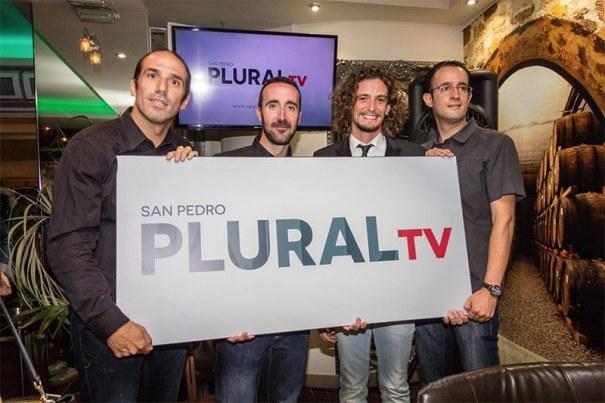 Antonio Piña, segundo por la derecha, junto al resto de sus socios en San Pedro Plural TV cuando se presentó la productora en septiembre de 2015. FOTO/ MARBELLA CONFIDENCIAL