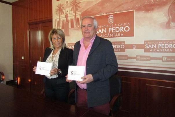 La presidente de Despertar sin Violencia, Carmen Sánchez, junto al teniente de alcalde de San Pedro, Rafael Piña, en imagen de archivo. FOTO/ web marbella.es