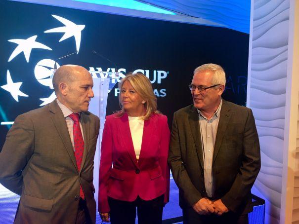La alcaldesa de Marbella, Ángeles Muñoz, flanqueada por los concejales de OSP Rafael Piña y Manuel Osorio (izqda) en imagen de archivo. FOTO/ CABANILLAS