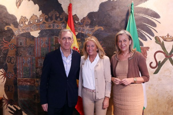 El director general de Urbanismo de Marbella, José María Morente, junto a la alcaldesa, Ángeles Muñoz, y la edil de Urbanismo, Kika Caracuel en una imagen de archivo. FOTO/ MC