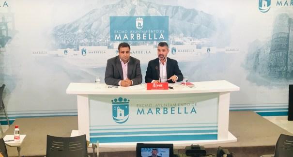 Los concejales socialistas José Bernal y Manuel Morales este martes en rueda de prensa. FOTO/ PSOE Marbella