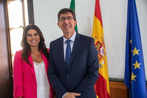 El consejero de Turismo y vicepresidente de la Junta, Juan Marín, junto a la delegada de Turismo en Málaga, Nuria Rodríguez, este jueves. FOTO/ Junta de Andalucía