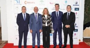 La alcaldesa de Marbella, Ángeles Muñoz, junto al presidente del CIT, Juan José González (segundo drcha) y los premiados este viernes en la gala celebrada en Puente Romano. FOTO/ MC