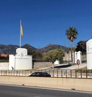 Entrada del futuro hotel Four Seasons en Marbella. FOTO/ Europa Press