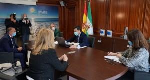 El presidente de la Junta, Juanma Moreno, se reúne con la alcaldesa de Marbella, Ángeles Muñoz, junto al consejero de Presidencia, Elías Bendodo, y el presidente de la Mancomunidad de Municipios de la Costa del Sol, José Mena. FOTO/ TV Marbella