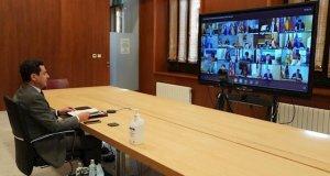 El presidente de la Junta, Juanma Moreno, este domingo durante la videoconferencia de presidentes autonómicos. FOTO/ Junta de Andalucía