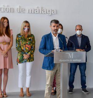 El portavoz del PSOE en la Diputación de Málaga, Pepe Bernal, este lunes en rueda de prensa junto al resto de diputados socialistas. FOTO/ PSOE