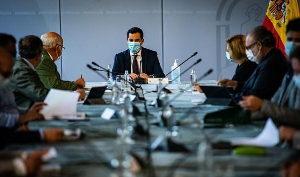 El presidente de la Junta, Juanma Moreno, presidiendo este sábado el comité de expertos. FOTO/ Junta