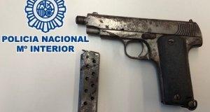 Imagen de la pistola calibre 7,65 intervenida. FOTO/ Policía Nacional