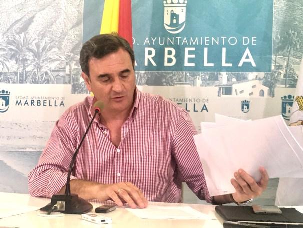 El portavoz de equipo de gobierno del PP en Marbella, Félix Romero, este lunes en rueda de prensa. FOTO/ CABANILLAS