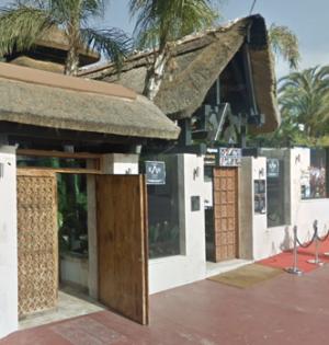 Imagen del exterior del restaurante KAH de Marbella, donde se produjo el secuestro en la noche del sábado. FOTO/ Facebook Marbella se queja