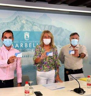 De izqda a drcha Enrique Rodríguez, Ángeles Muñoz y Baldomero León. FOTO/ Ayto de Marbella