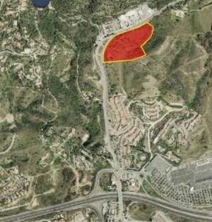 Imagen de la ubicación (en rojo) de la parcela al norte de La Torrecilla donde se ubicarían la Ciudad de la Justicia y la nueva Comisaría de Policía Nacional. FUENTE/ Ayto de Marbella