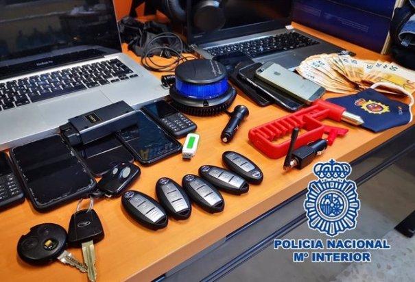 Objetos intervenidos a este grupo criminal en Marbella. FOTO/ CNP