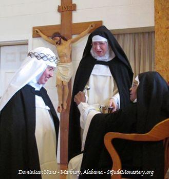 Photo of Dominican Novice receiving the habit