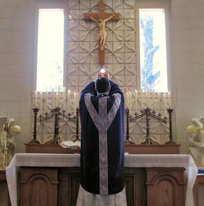 Photo of the Holy Sacrifice of the Mass ad orientem