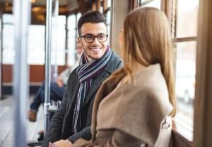 Vrouw en man in tram