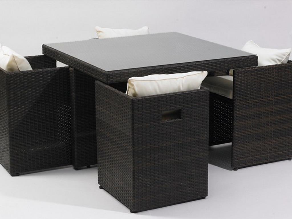 salon de jardin en resine tressee avec table et 4 fauteuils encastrables coloris chocolat