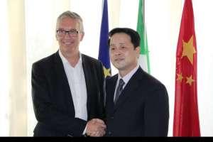 Ceriscioli e la Delegazione Cinese