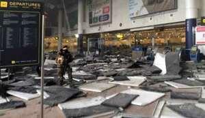 L'aeroporto di Bruxelles dilaniato dall'esplosione