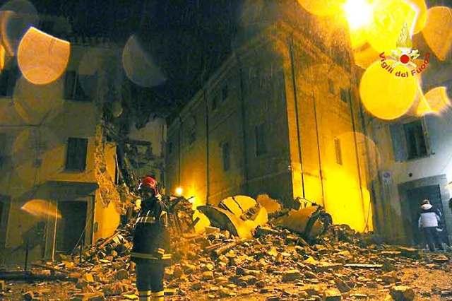 Il primo intervento dei vigili del fuoco a Camerino