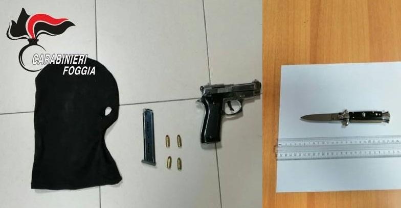 In giro in auto con le armi: nei guai due persone a Cerignola