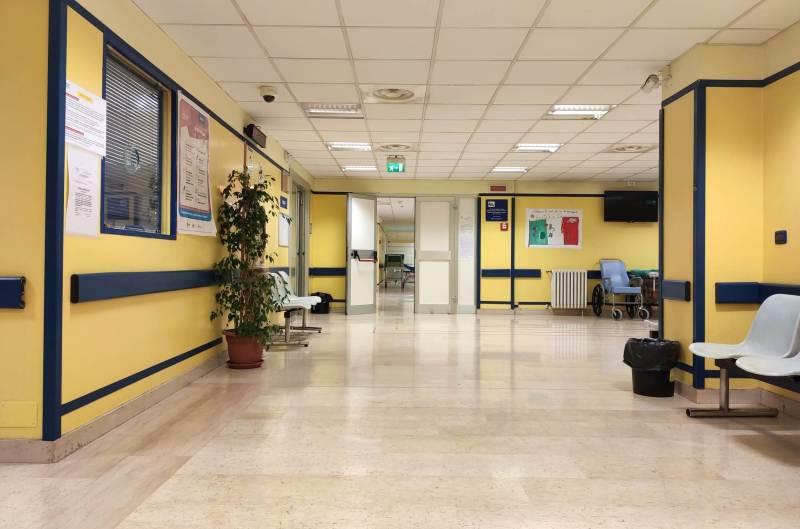 Altri 48 morti e 1800 positivi al Covid: sale la pressione sugli ospedali