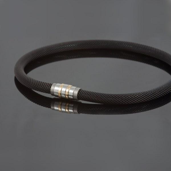 Collier 'Milanetic', 10 mm zwart, met grijs titanium en geelgoud