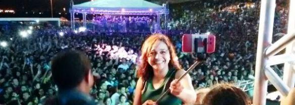 Eliziane faz Selfie com a multidão que participou da festa na Maria Aragão