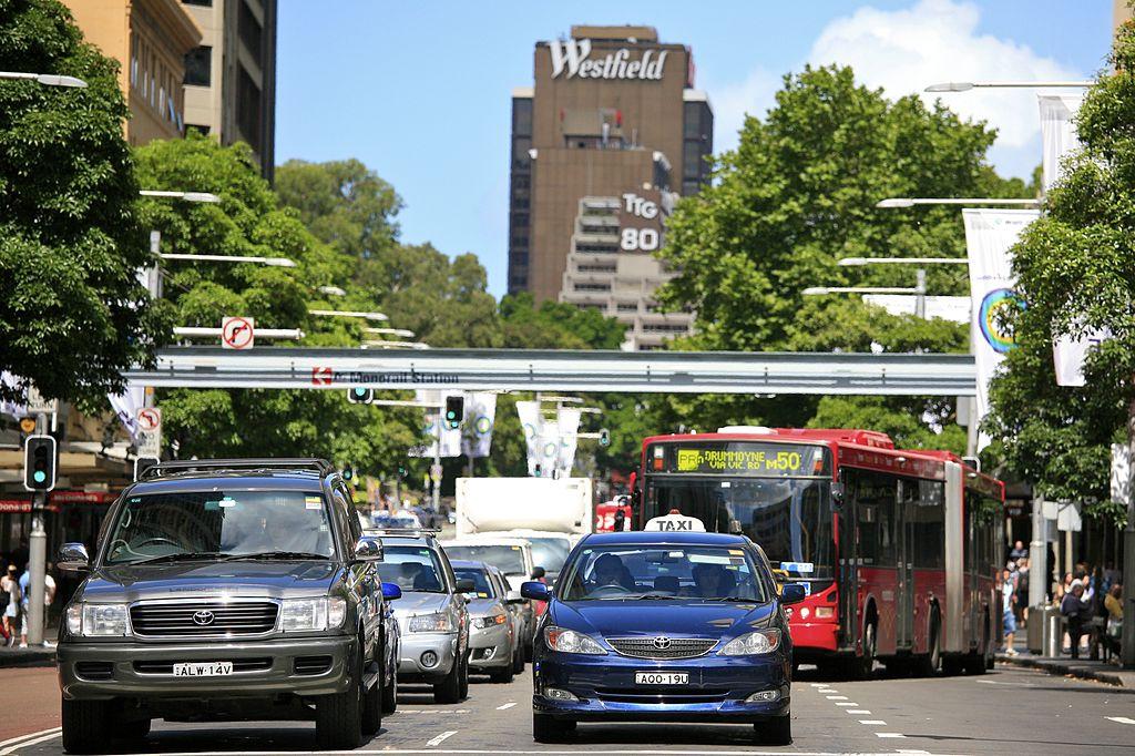 Cause, impatti e soluzioni dei problemi generati dal traffico nelle città.