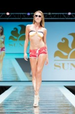 "Defile-160 Images tagged ""defile"""