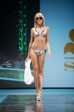 "Defile-161 Images tagged ""defile"""