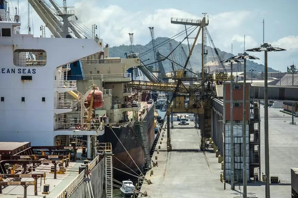 Agronegócio impulsiona recorde de movimentação de cargas nos portos de Paranaguá e Antonina em 2020