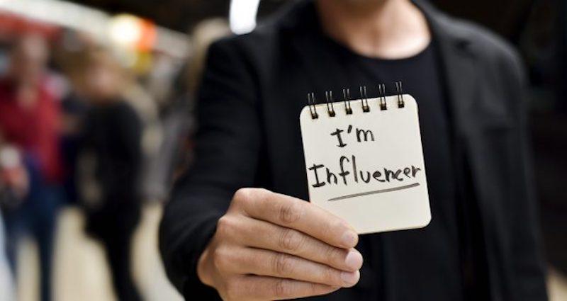 Che lavoro fai: L' influencer ma solo adesso lo capiscono.