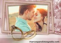 Marco para fotos con diseño de boda y anillos