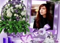 Coloca tu fotografía en un portaretratos violeta con flores