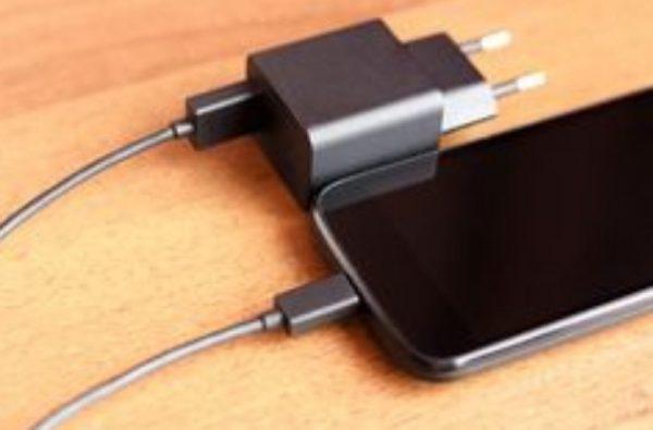 Cuidar la batería de nuestro teléfono Usar buen cargador