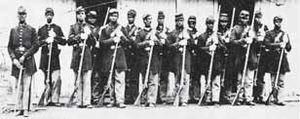 الجنود السود اشترك الجنود السود في 500 اشتباك في الحرب الأهلية، ونال 23 منهم ميدالية الشرف، وهي أعلى وسام عسكري للبطولة في الولايات المتحدة. ويكاد يكون كل الجنود السود قد حاربوا في صفوف القوات الاتحادية. وكانوا يشكلون وحدات منفصلة.