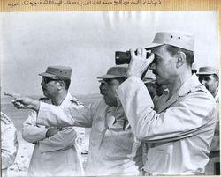 الفريق أول الجمسي مع اللواء أحمد بدوي قائد الجيش الثالث الميداني على الجبهة.