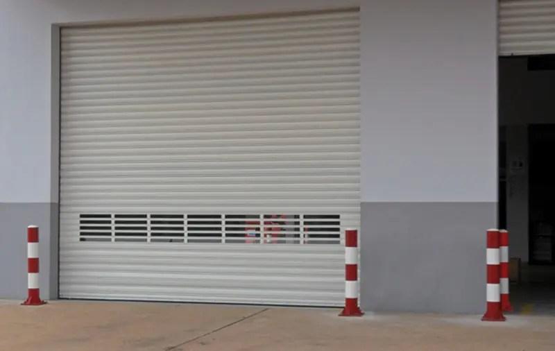 Serranda coibentata industriale con inserti finestre Pavia marenco serrande ovada