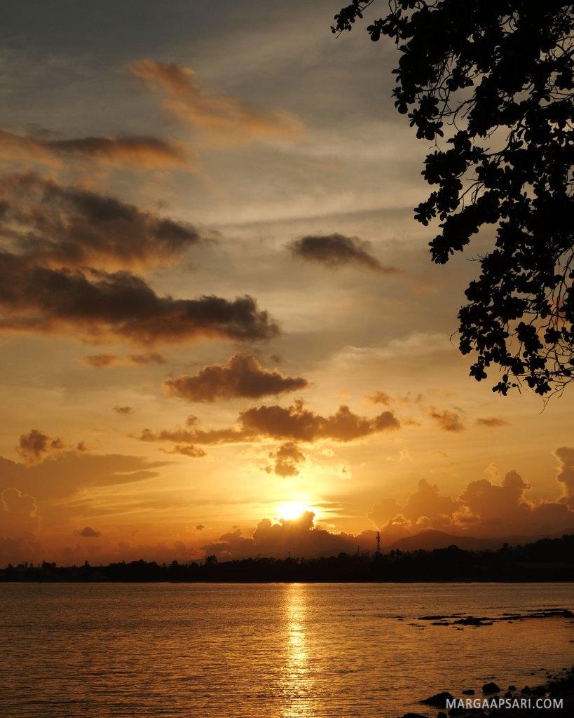 Sunset di Pantai Natsepa, Ambon