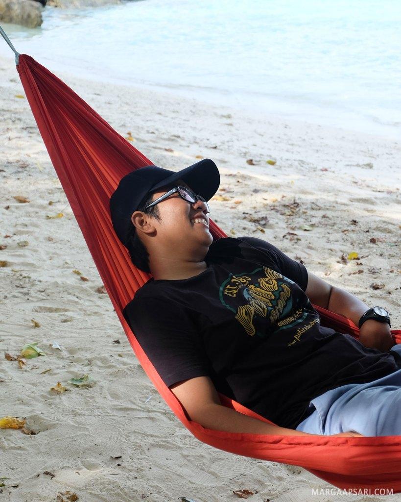 Santai di Pantai Liang