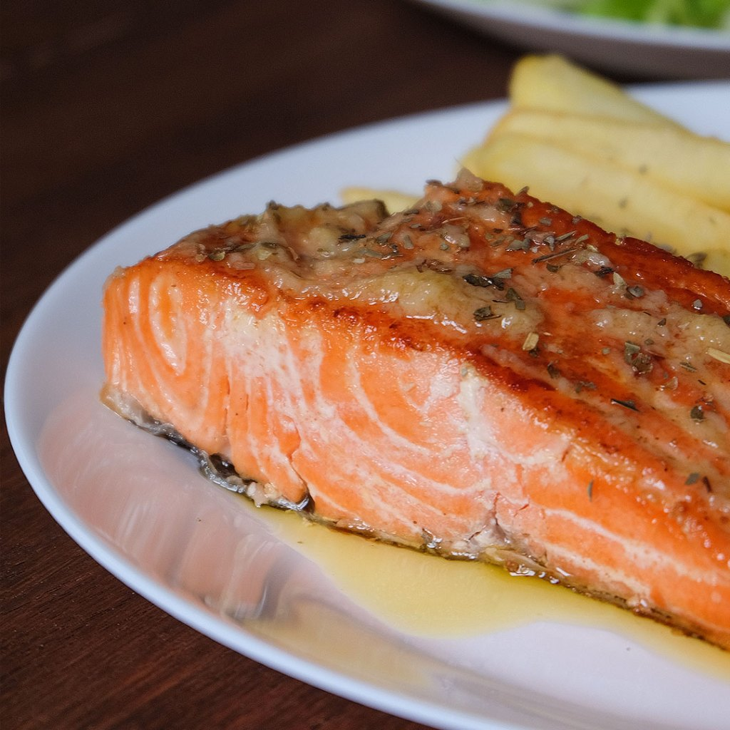Resep pan seared salmon with galic butter sauce
