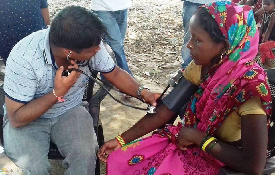 बाँकेका बाढी क्षेत्रमा बिरामीको बेहालः न औषधि  न खाने कुरा