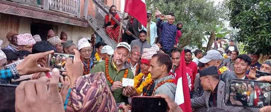 जाजरकोटको शिवालय गाउँपालिकामा नेकपाबाट निर्वाचित दुई जना जनप्रतिनिधि सहित तीन दर्जन बढी नेता कार्यकर्ता नेपाली कांग्रेसमा प्रवेश
