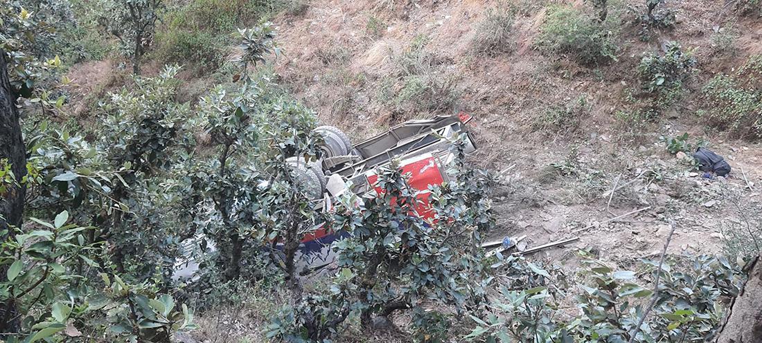 बैतडीको खोड्पेमा बस दुर्घटना ९ जना मृत्यु ३४ जना घाइते