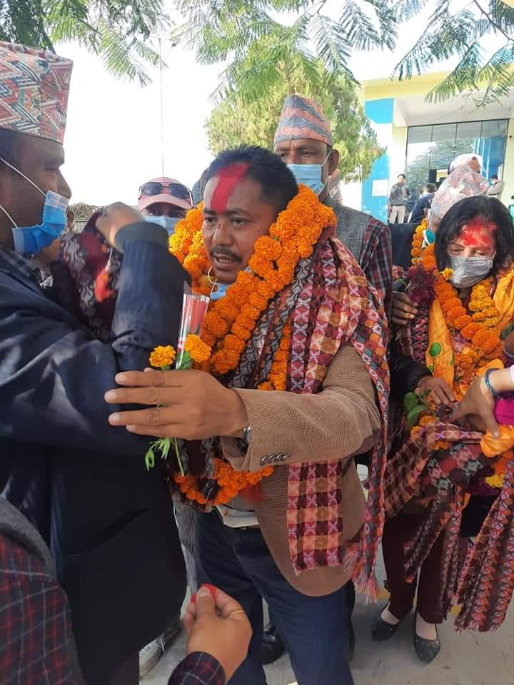 नेपाल उद्योग वाणिज्य महासंघका नव निर्बाचित केन्द्रिय सदस्य चक्र अधिकारीलाई काेहलपुरमा भब्य स्वागत