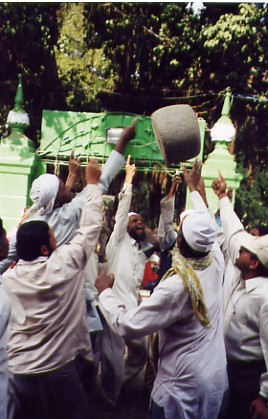 Qamar Ali Darvesh Dargarh Stone.jpg
